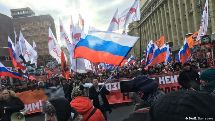 Илья Яшин с триколором в руках