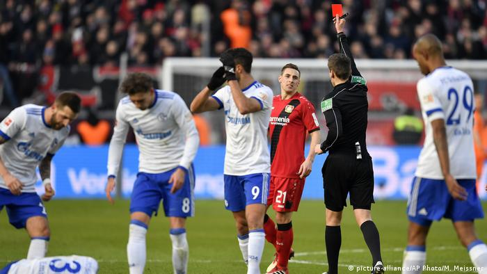 Fußball | Bundesliga 24. Spieltag | Bayer Leverkusen - FC Schalke 04 (picture-alliance/AP Photo/M. Meissner)