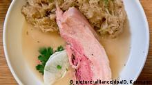 Kesselfleisch mit Sauerkraut (picture-alliance/dpa/D. Karmann)