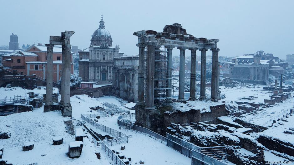 Rome sees first snowfall in years