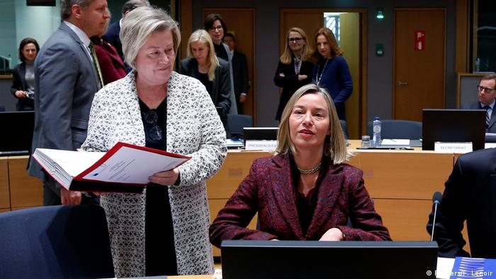 فدریکا موگرینی، مسئول سیاست خارجی اتحادیه اروپا، در اجلاس وزرای خارجه اتحادیه اروپا در بروکسل