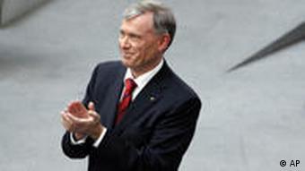 Horst Koehler applauding deputies for electing him