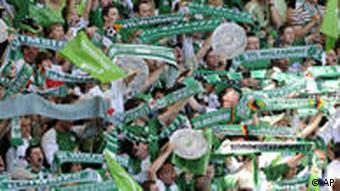 Zeleno more šalova na tribinama u Wolfsburgu