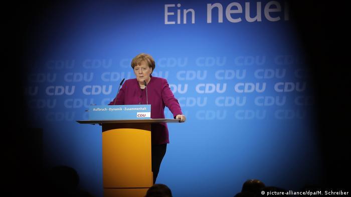 La canciller alemana y líder de la conservadora Unión Cristianodemócrata (CDU), Angela Merkel, llamó hoy a sus correligionarios a votar a favor del acuerdo de coalición de Gobierno sellado semanas atrás con el Partido Socialdemócrata (SPD). (26.02.2018).