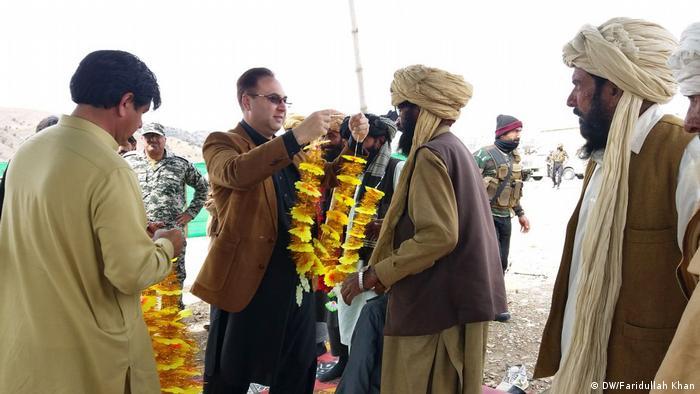 Pakistan Flüchtlinge aus Afghanistan erreichen Peschawar