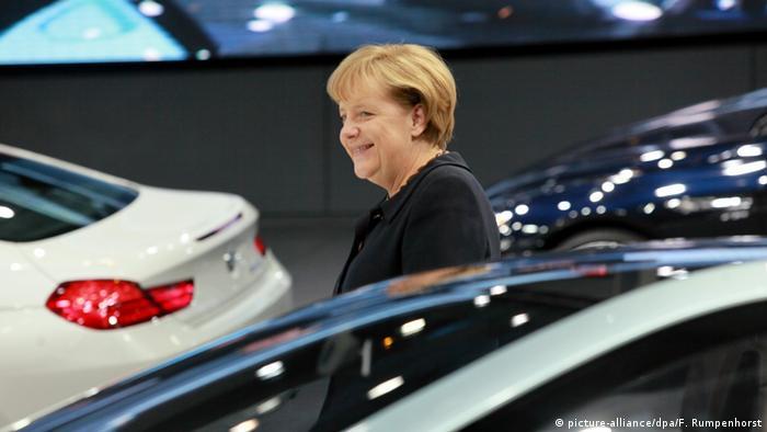 Deutschland Frankfurt am Main - International Motor Show IAA - Angela Merkel