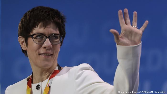 Deutschland CDU Parteitag Annegret Kramp-Karrenbauer (picture-alliance/AP Photo/M. Schreiber)