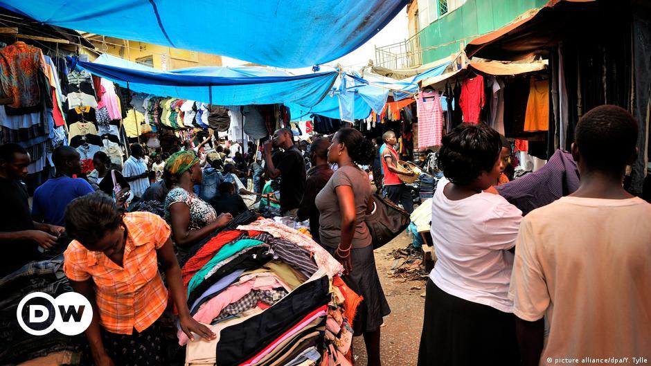 Der Altkleider Wahnsinn Mit Spenden Schlechtes Tun Wirtschaft Dw 27 11 2018