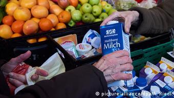 Раздача продуктов питания неимущим в Берлине