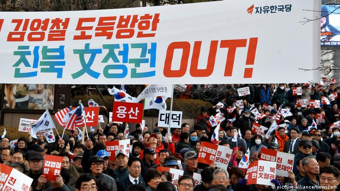 Proteste in Seoul gegen Kim Yong Chol (picture-alliance/newscom)