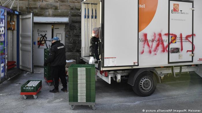 Pintadas con la palabra Nazis en vehículo del comedor social de Essen.