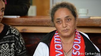 Los miembros mayores de la comunidad todavía hablan rapa nui en sus familia, pero en la escuela y la calle se usa mayoritariamente el español. En la imagen: Viki Haoa.
