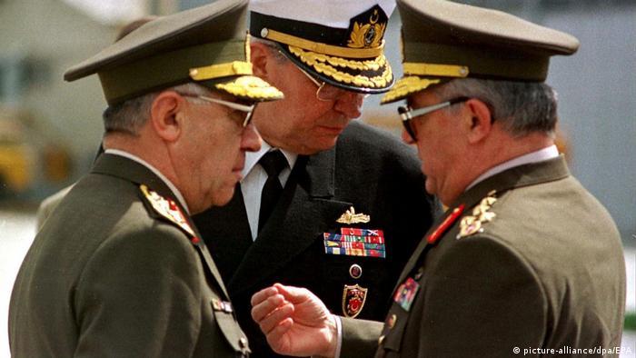 Dönemin Genelkurmay Başkanı Karadayı ile Deniz ve Hava Kuvvetleri Komutanları Güven Erkaya ve Hikmet Köksal.