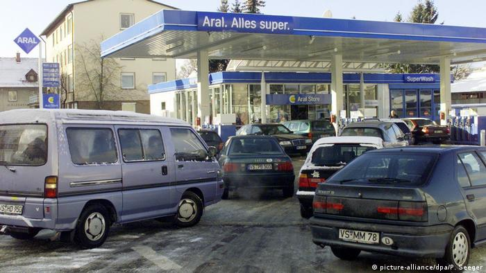 Tankstelle 2001 (picture-alliance/dpa/P. Seeger)