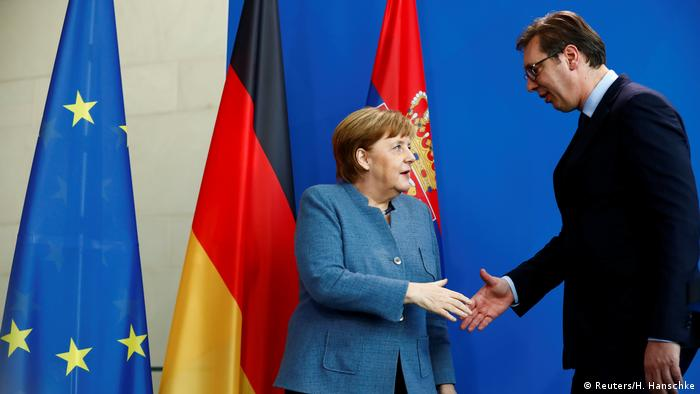 Deutschland Serbien Vucic bei Merkel (Reuters/H. Hanschke)