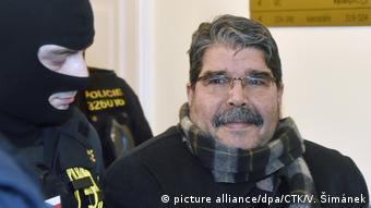 بازداشت صالح مسلم، سیاستمدار ۶۷ ساله کرد سوریه و رهبر پیشین حزب اتحاد دموکراتیک در پراگ