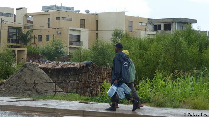 Construções em zonas de mangais em Maputo, Moçambique
