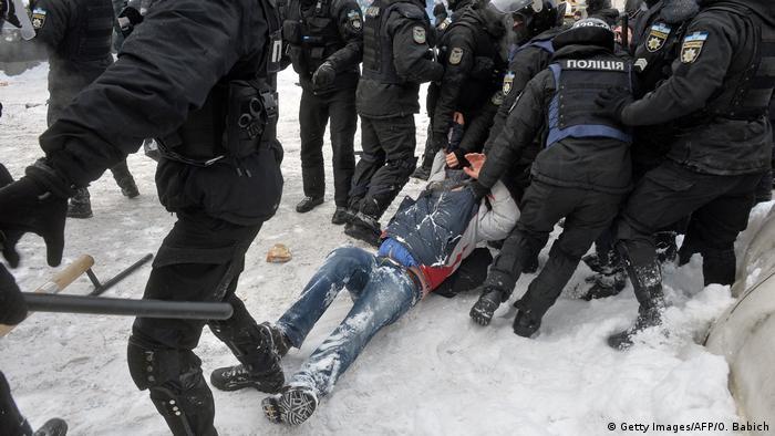 Дев'ятеро учасників сутичок затримані тадоставлені до поліції
