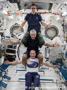 Astronauten in der ISS (picture-alliance/AP/NASA)