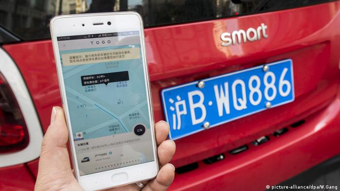 Smartphone with TOGO transport app in Shanghai