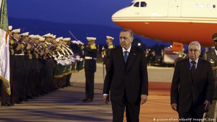 Präsidenten Erdogan bei seiner Ankunft in Algerien