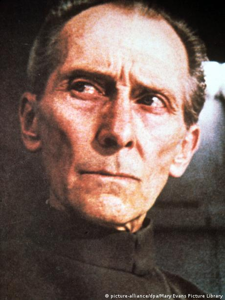 STAR WARS: EPISODE IV Grand Moff Tarkin (picture-alliance/dpa/Mary Evans Picture Library)