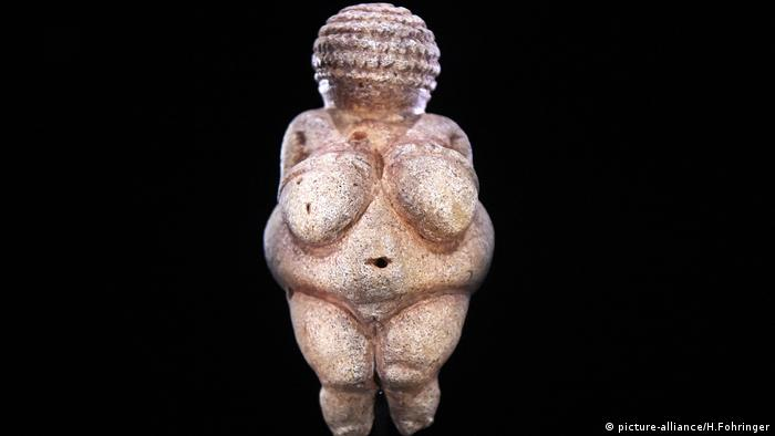 Venus von Willendorf (picture-alliance/H.Fohringer)