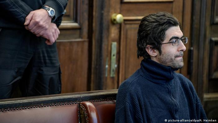 Ahmad A. in court (picture-alliance/dpa/A. Heimken)