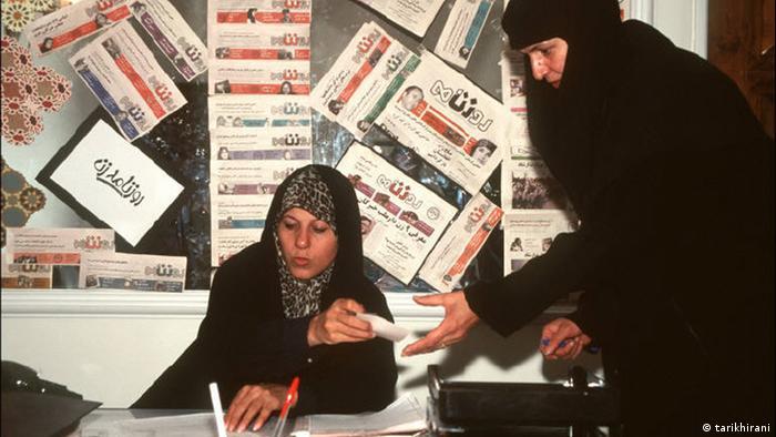 فائزه هاشمی، دختر هاشمی رفسنجانی، توانست با استفاده از نفوذ سیاسی پدرش اولین روزنامه زنان را راهاندازی کند.