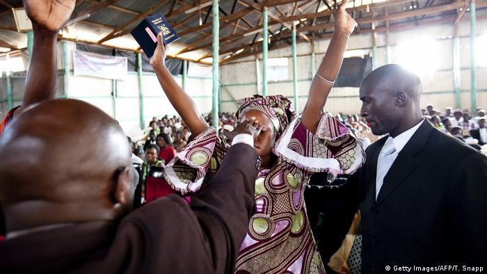 Cameroon′s Pentecostal churches under fire | Africa | DW