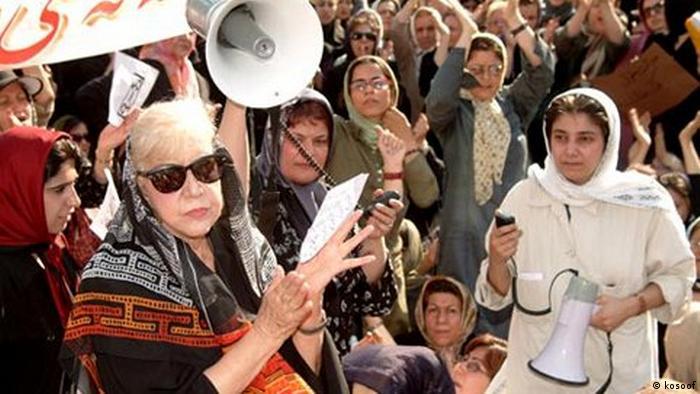 شاید تنها تجمع زنان که بدون دخالت نیروهای امنیتی و بدون خشونت پایان گرفت، تجمع مقابل دانشگاه تهران در ۲۲ خرداد ۱۳۸۴ بود.