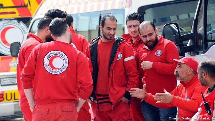 Syrien Damaskus - Rote Kreuz hilft bei der evakuierung von Zivilisten aus Ghouta
