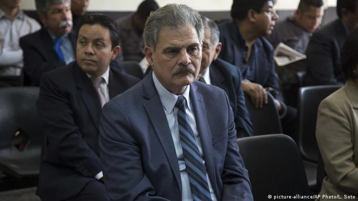 Juan Alberto Fuentes sits in the court hearing (picture-alliance/AP Photo/L. Soto)