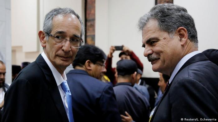 Alvaro Colom and Juan Alberto Fuentes in court (Reuters/L. Echeverria)