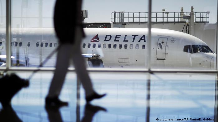 US Delta Airlines plane on tarmac (picture-alliance/AP Photo/D. Goldman)