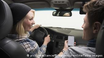 Кто лучше умеет водить машину?