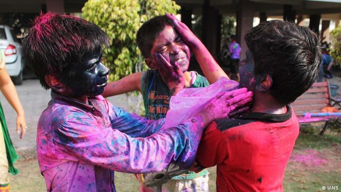 Indien Nagpur - Holi Festival (IANS)