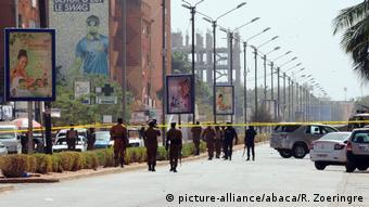Les forces de sécurité arrivent sur les lieux d'une attaque terroriste au Burkina Faso (Archives, Ouagadougou - 16.01.2016)