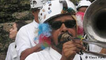 karnevaleske Marschkappelle in Ouro Petro