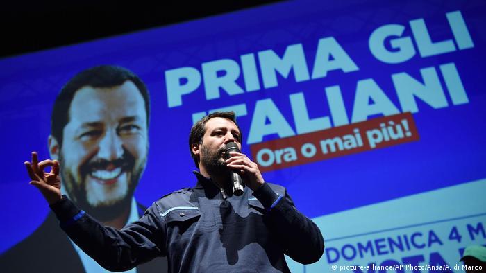 Predsjedatelj Lege Matteo Salvini tijekom jednog govora na pozornici