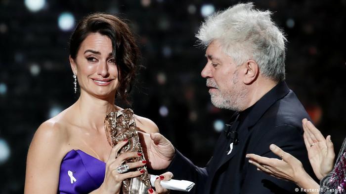 Paris César-Filmpreise | Penelope Cruz & Pedro Almodovar (Reuters/B. Tessier)