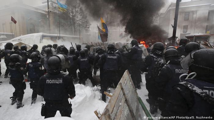 Полиция ликвидирует палаточный лагерь сторонников Михаила Саакашвили в Киеве