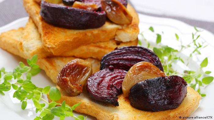 Klosterrezepte zur Fastenzeit | Toast mit Rote Bete und Knoblauch (picture-alliance/CTK)