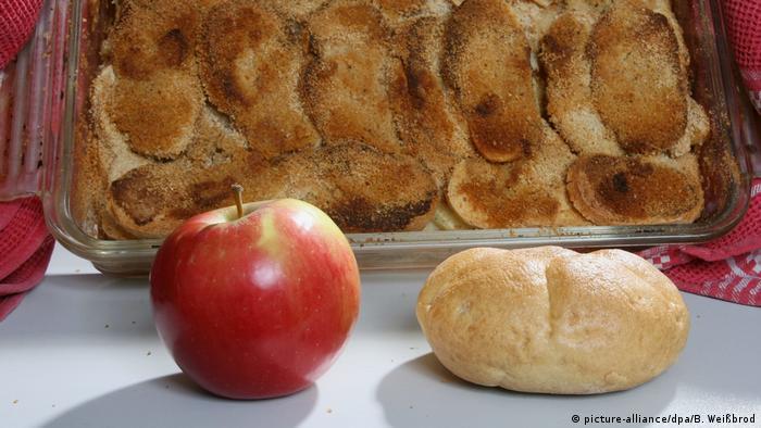 Хлебная запеканка с яблоками
