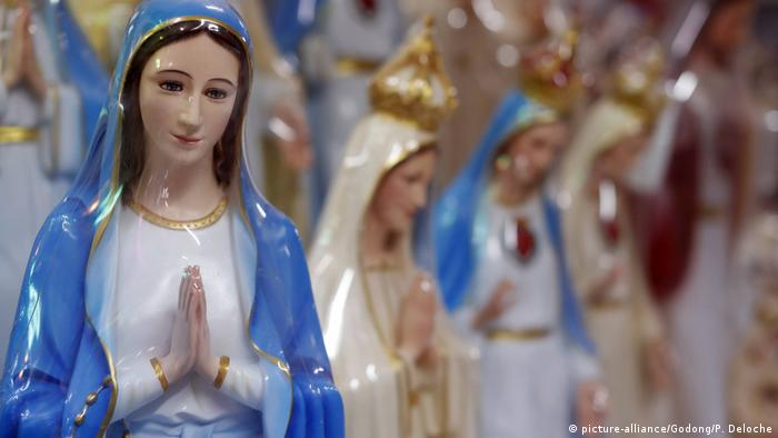 Virgin Mary statues (picture-alliance/Godong/P. Deloche)