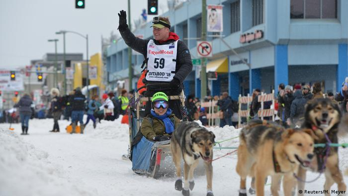Mushers Move Through Anchorage Woods in Ceremonial Iditarod Start