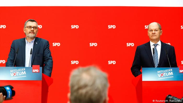 Germany's SPD announces the results of its members vote on a coalition with the Conservatives (Reuters/H. Hanschke)