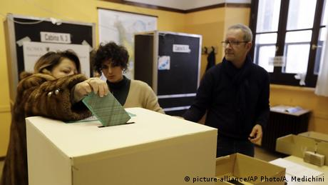DW: Πρώτο εκλογικό τεστ για την κυβέρνηση Κόντε