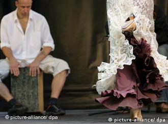 Cajonspieler auf dem Flamenco Festival Berlin (Foto: Jens Kalaene dpa/lbn)