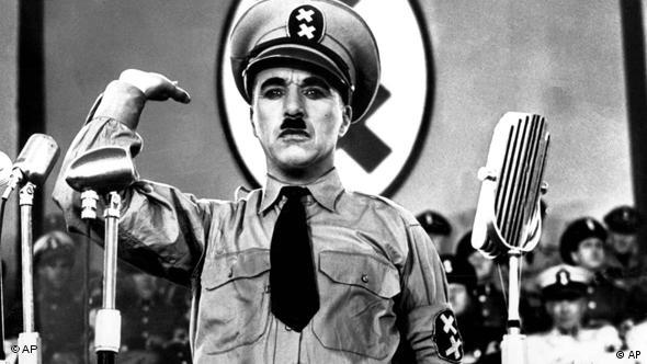 Charlie Chaplin als Adolf Hitler in The Great Dictator (Foto: AP Photo)